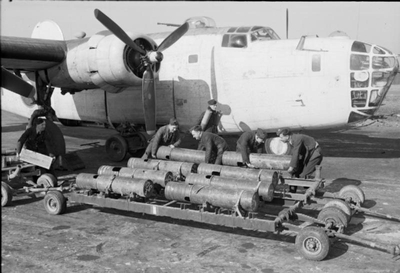 File:Royal Air Force Coastal Command, 1939-1945. CH12373.jpg