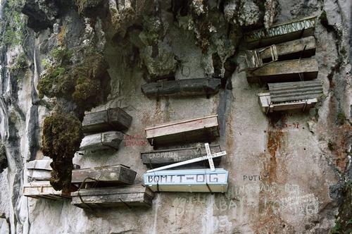 File:Sagada Hanging Coffins.jpg