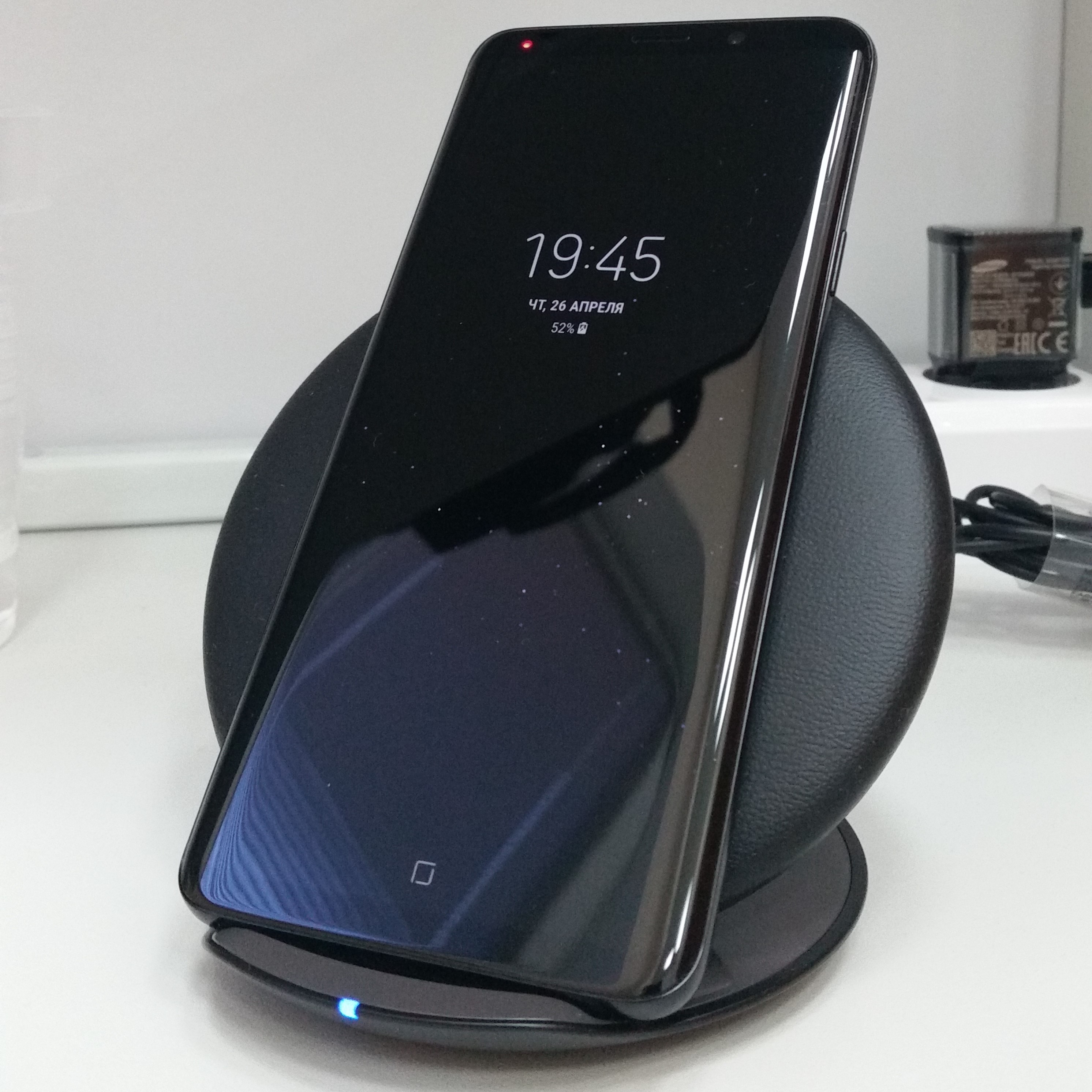 File:Samsung Galaxy S9+ standby mode, charging, cropped.jpg