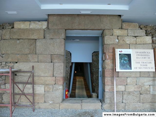 File:Seuthus III Tomb.JPG