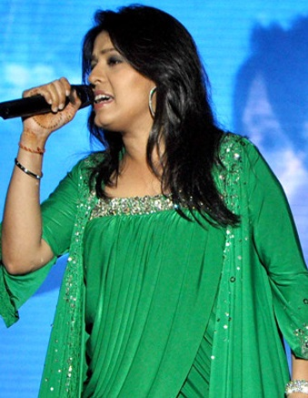 Sunidhi Live.jpg