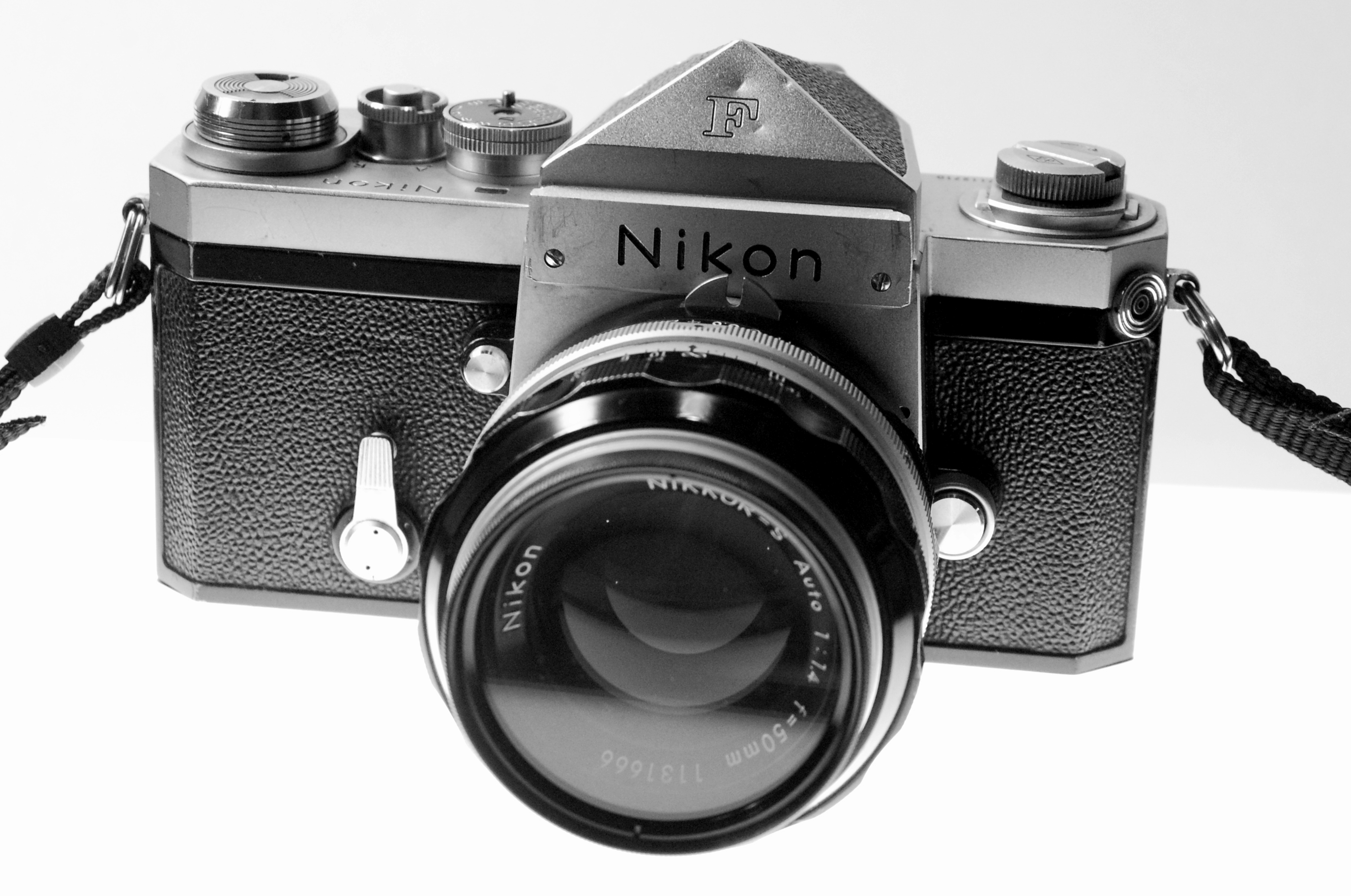 dating nikon f Major accessories for the fe include the nikon md-11, motor drive (automatic film advance up to 35 frames per second) superseded by the md-12 which had an automatic shutoff that the md-11 lacked, the nikon mf-12 databack (time or date stamping on the film), and the nikon speedlight sb-10 electronic flash (guide number 82/25.