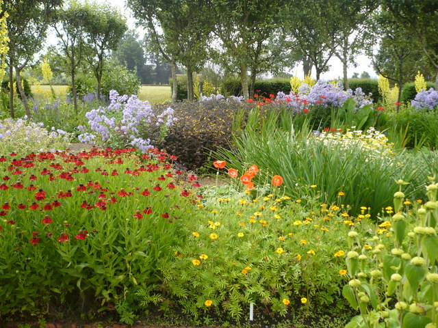 The flower garden, Loseley Park - geograph.org.uk - 881275