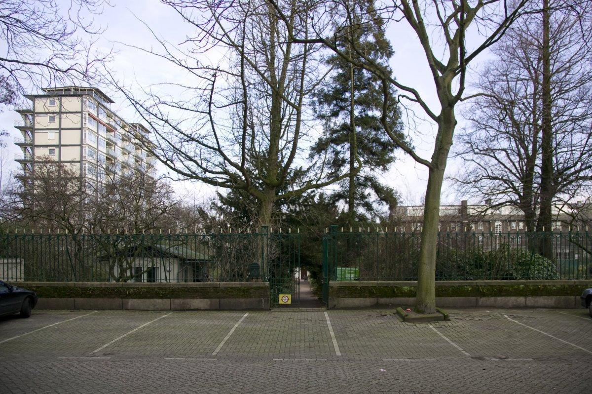 Botanische Tuin Rotterdam : File toegangshek van de botanische tuin behorend bij het libanon