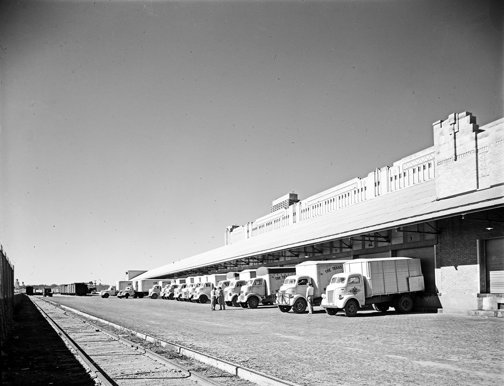 File:Truck Loading Docks, Warehouse, Texas and Pacific ... Pacific Railway Company
