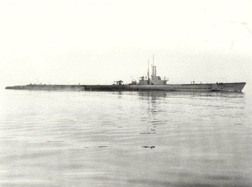 Seahorse (SS-304), underway, post-1943 in the Pacific.
