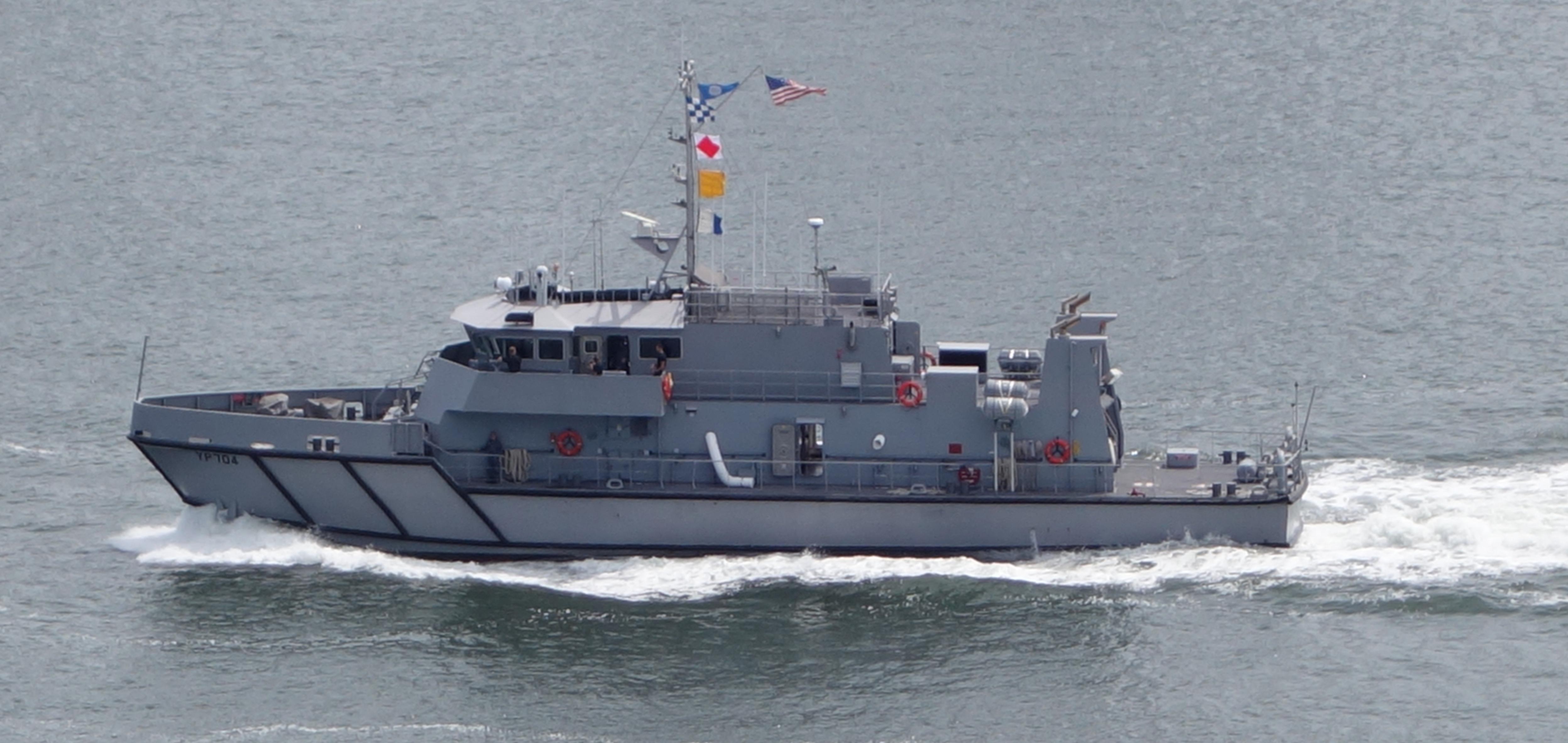 File:US Navy Yard Patrol Boat YP704.jpg - Wikimedia Commons