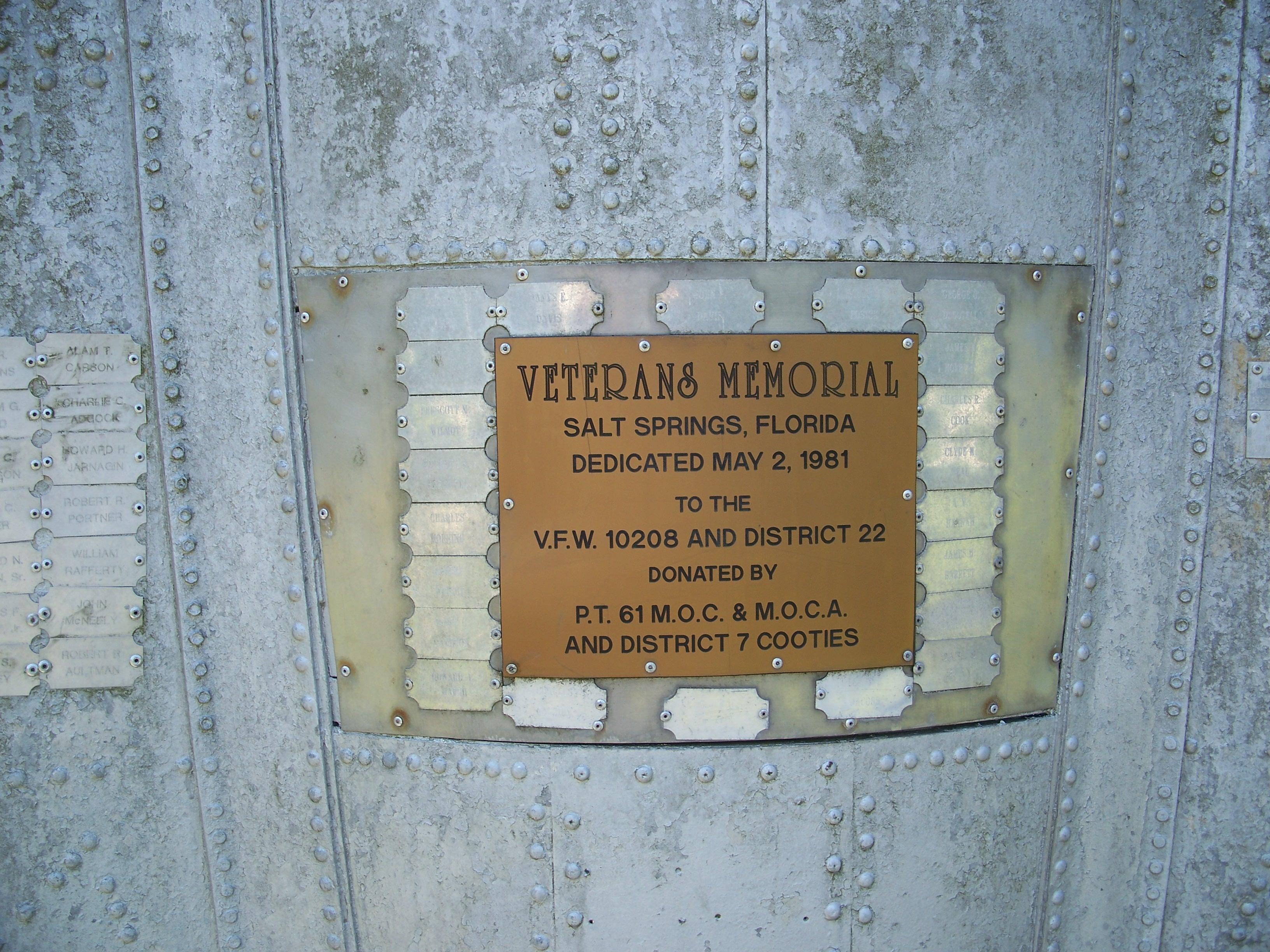 El juego de las imagenes-https://upload.wikimedia.org/wikipedia/commons/e/e7/VFW_10208_missile_plaque01.jpg