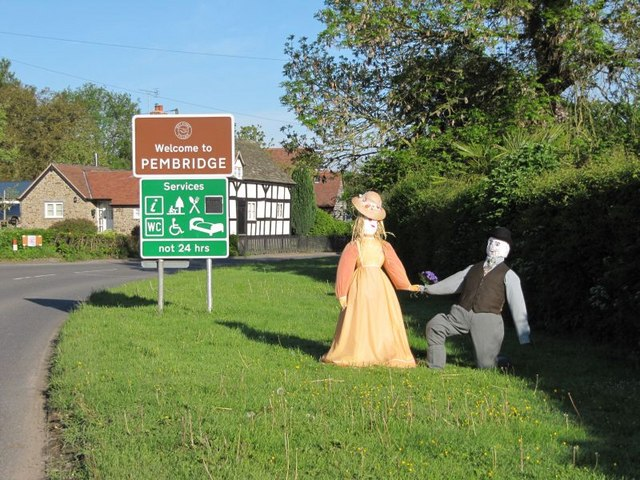 Welcome to Pembridge - geograph.org.uk - 1354421
