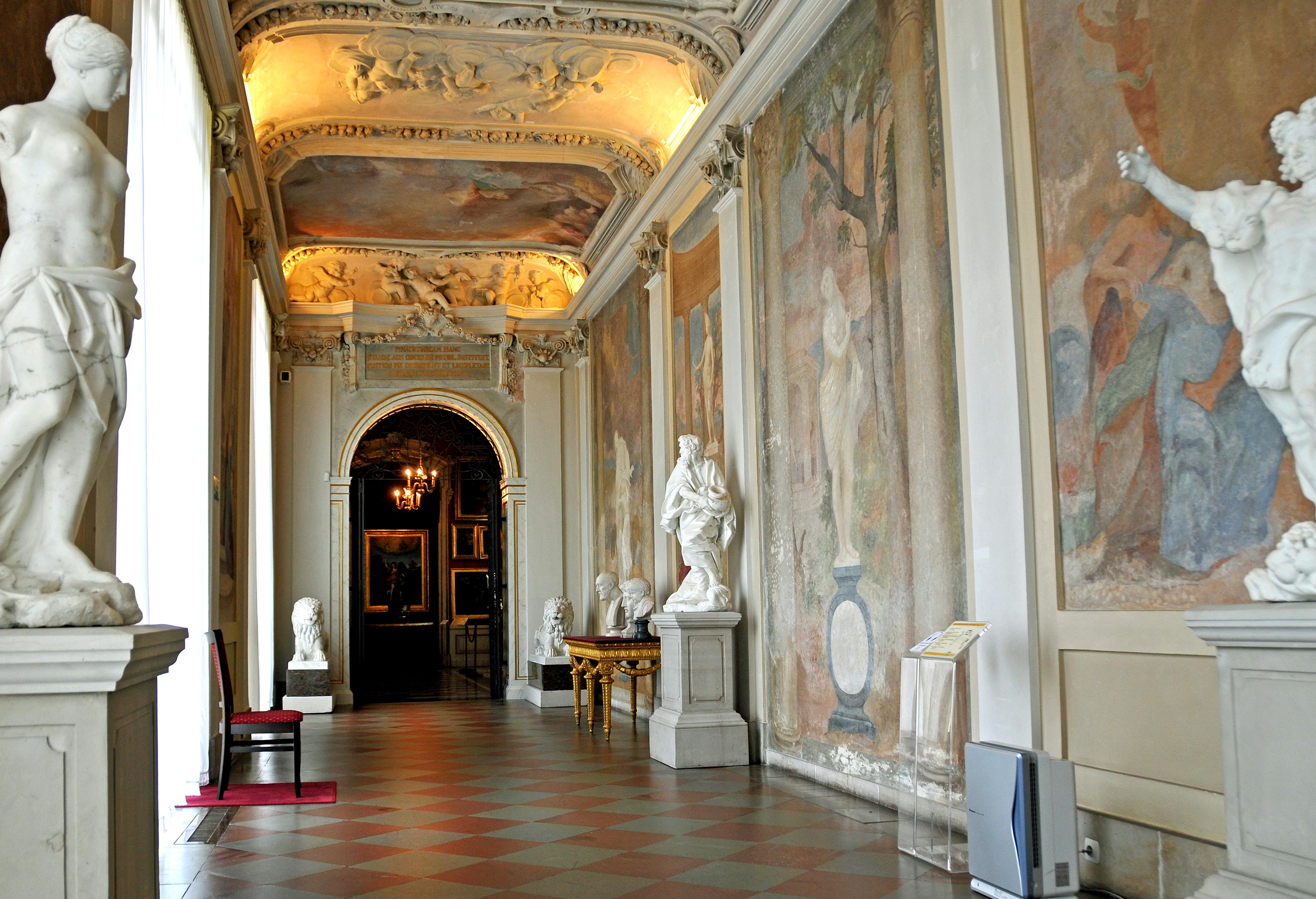 File:Wilanów Palace Interior