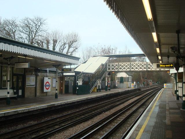 Woodside Park Underground Station - geograph.org.uk - 1637264