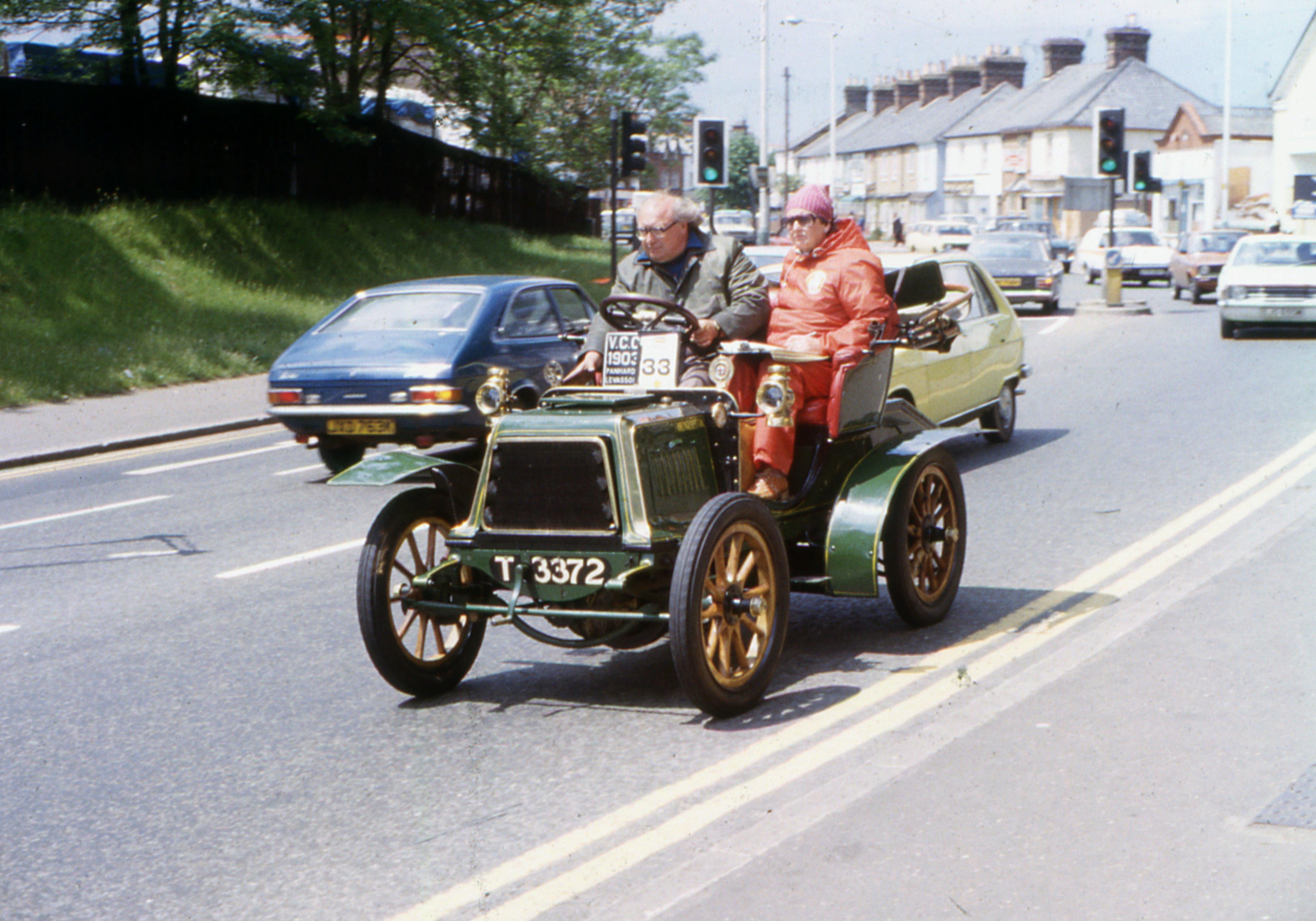 File:1903 Panhard T 3372 Henrietta, Micklefield, High Wycombe, 1980.jpg