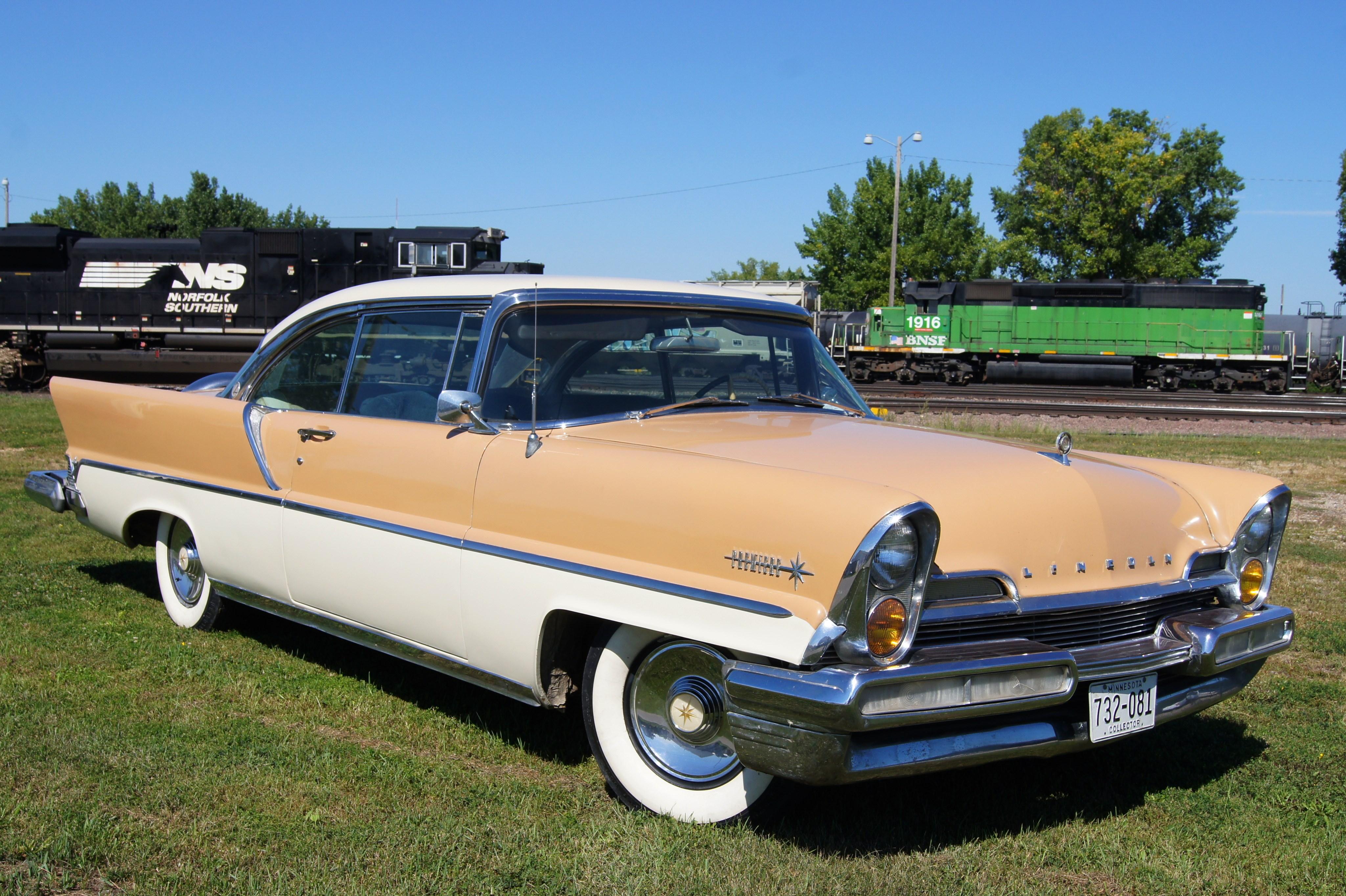 1957_Lincoln_Premiere_%2815381996378%29.