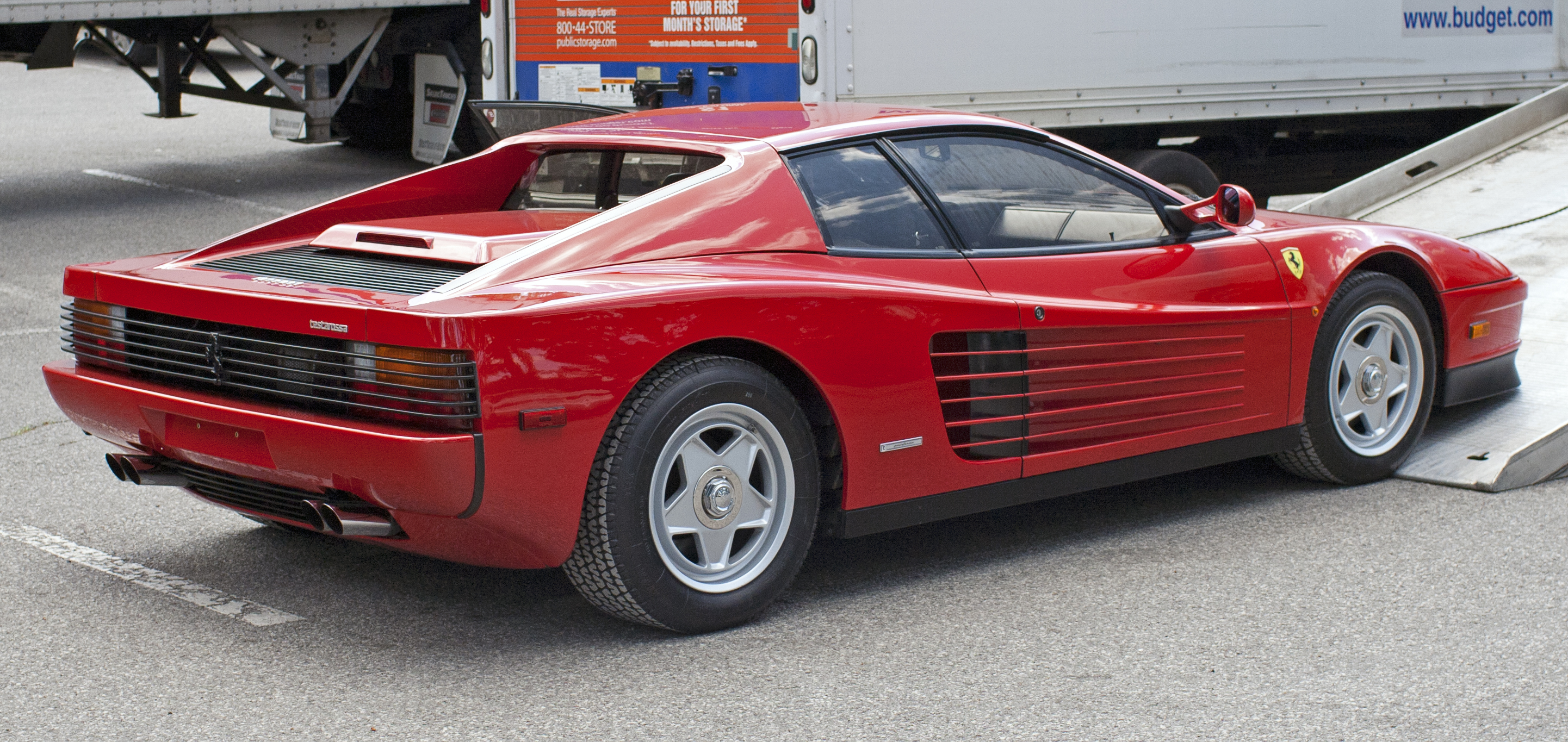 File 1986 Ferrari Testarossa Being Unloaded Jpg