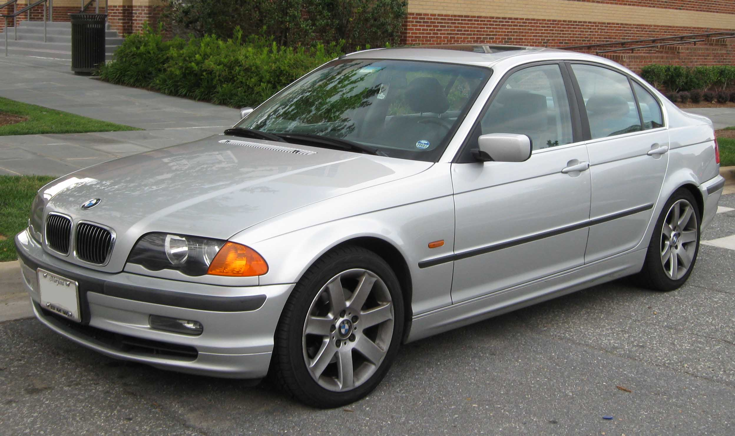 File 1998 2001 Bmw 328i Sedan Jpg Wikimedia Commons
