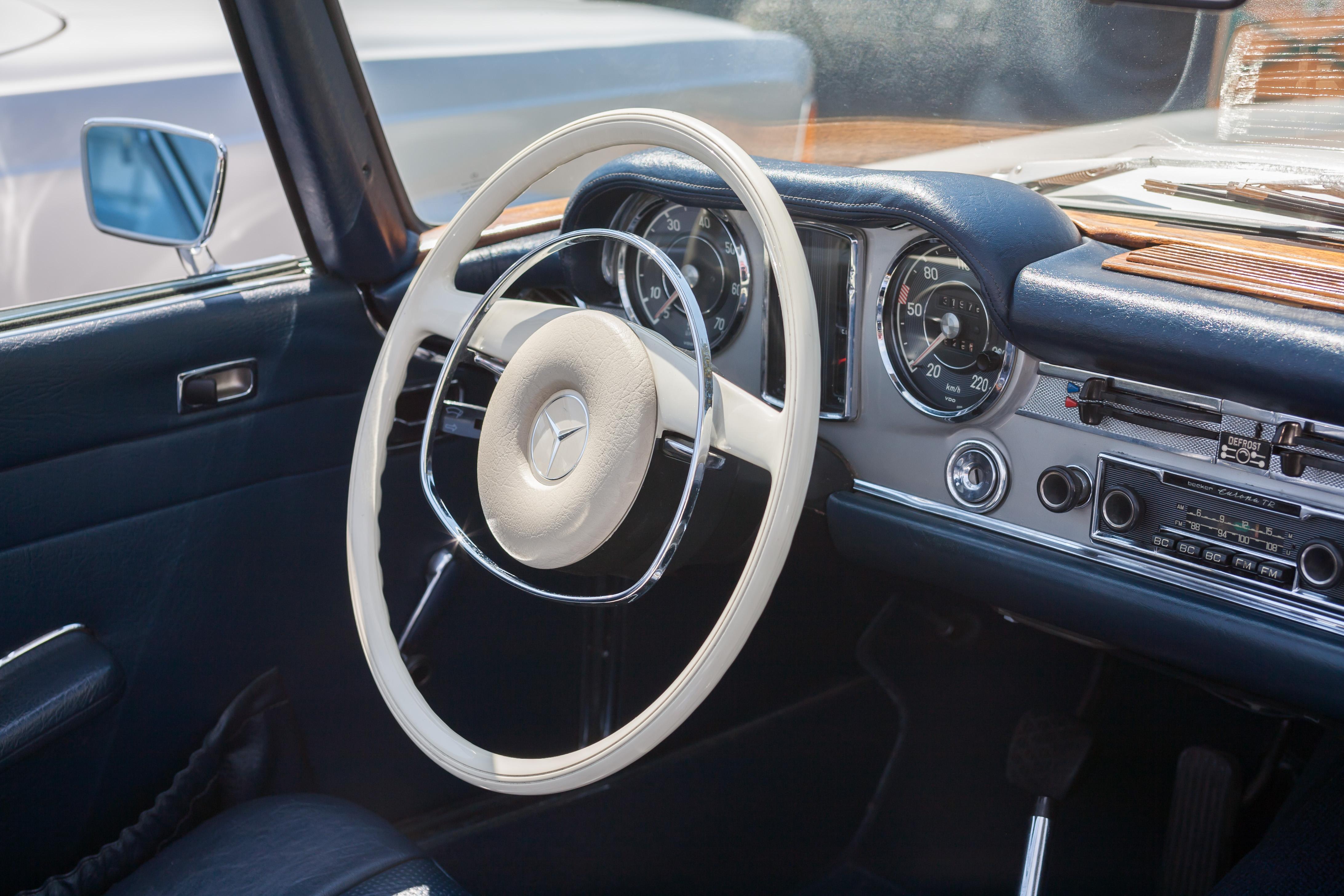 Armaturenbrett mercedes  File:2007-07-15 Lenkrad und Armaturenbrett eines Mercedes-Benz W ...