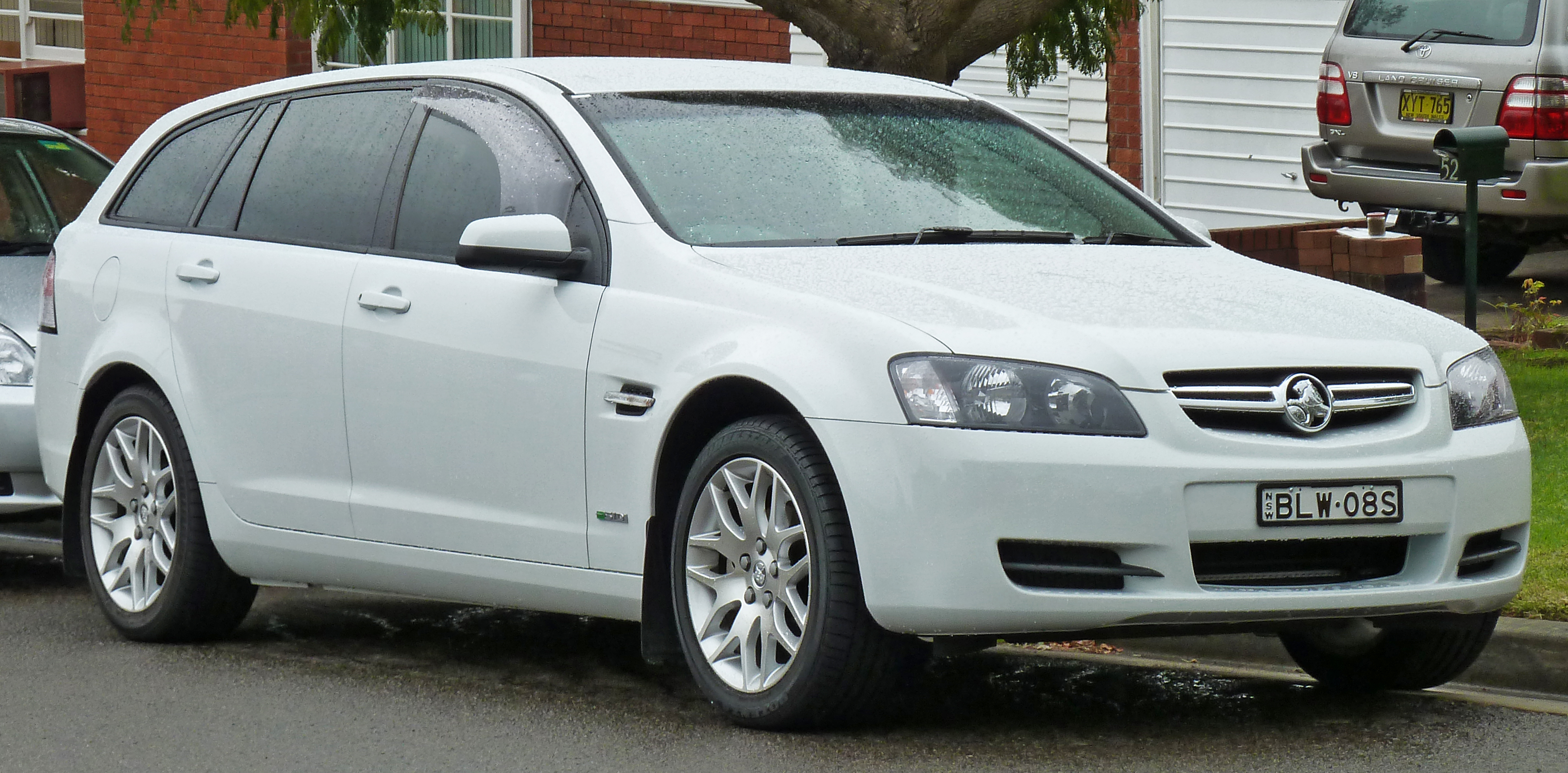 File 2009 2010 Holden Ve Commodore My10 International Sportwagon 01 Jpg