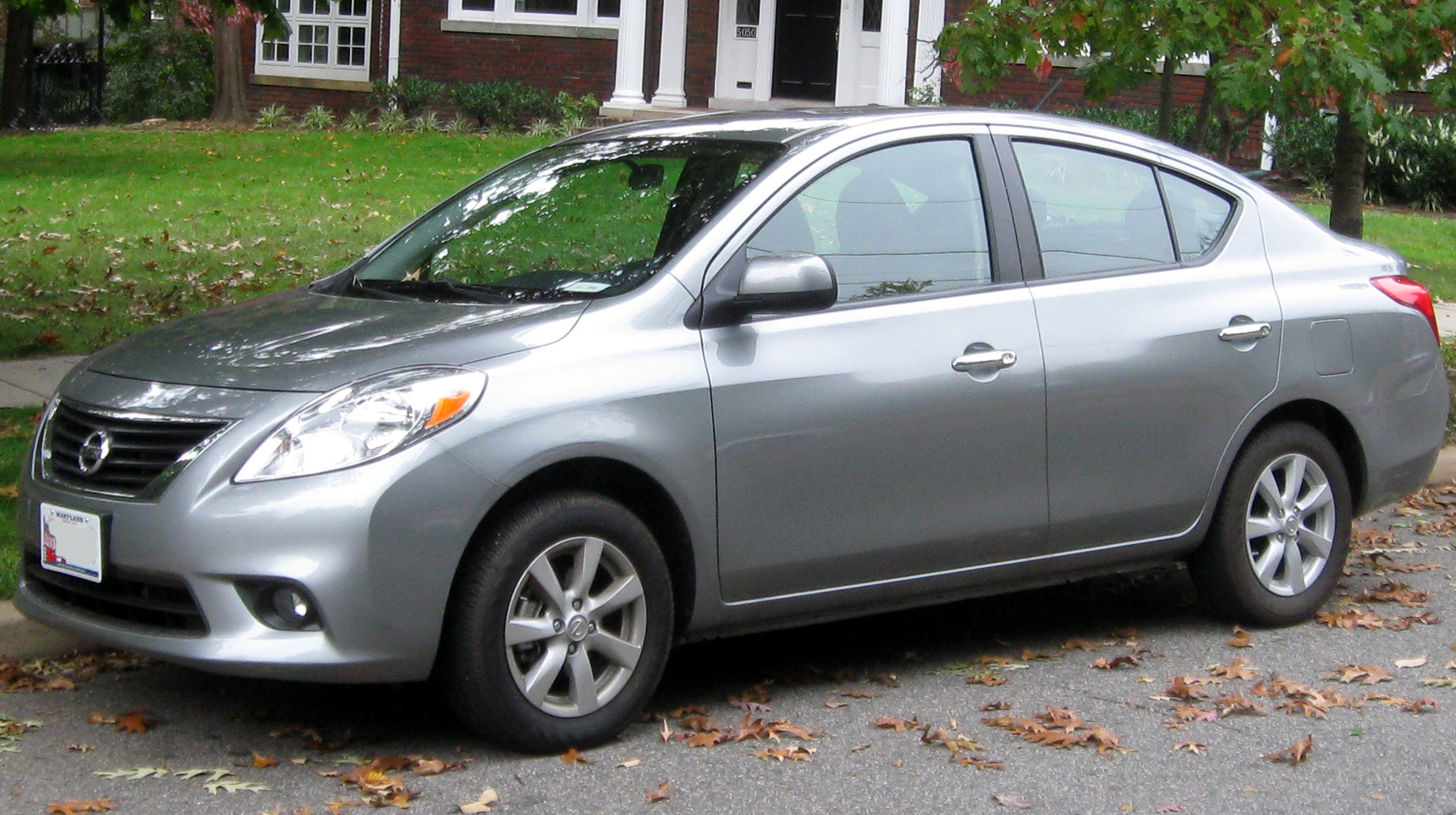 File:2012 Nissan Versa SL sedan -- 10-12-2011.jpg ...
