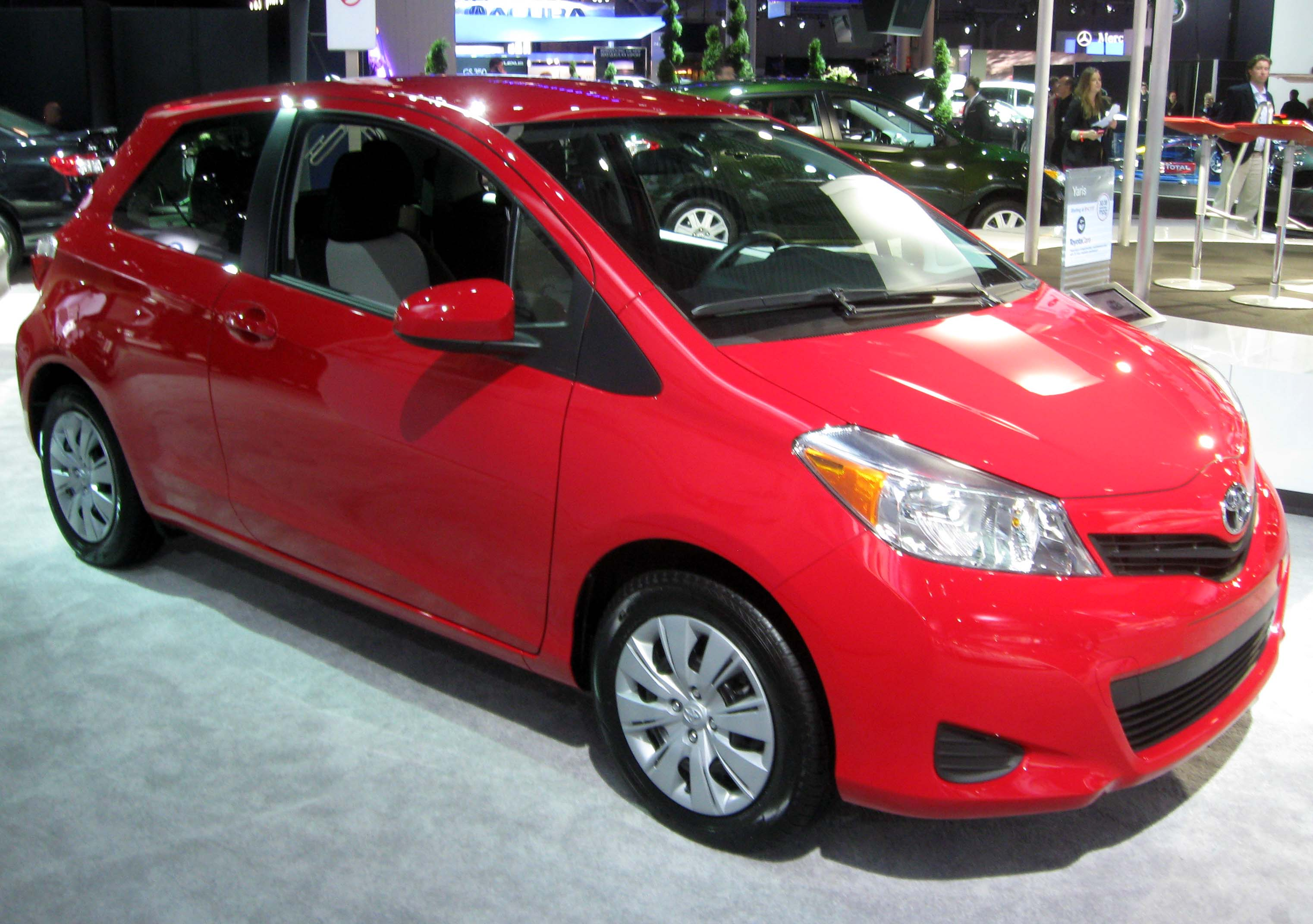 file 2012 toyota yaris 3 door 2012 nyias jpg wikimedia commons. Black Bedroom Furniture Sets. Home Design Ideas