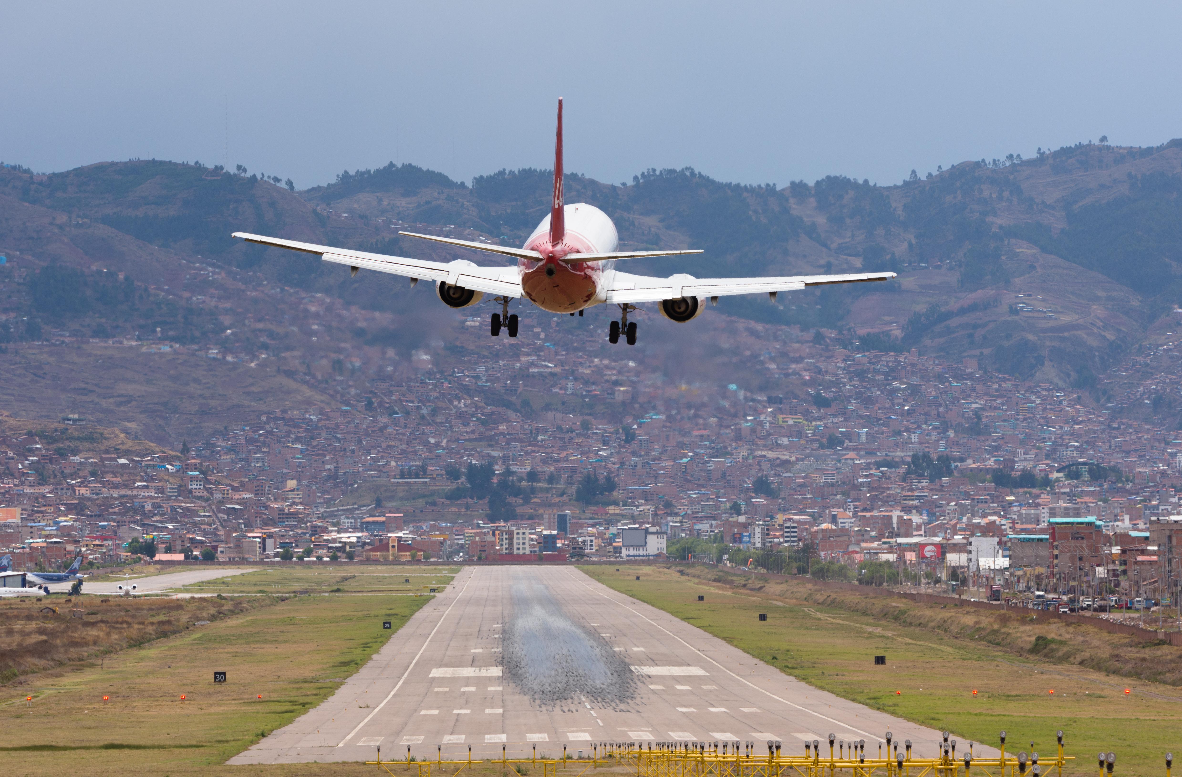 Archivo Aeropuerto Internacional Alejandro Velasco Astete Cusco Jpg Wikipedia La Enciclopedia Libre