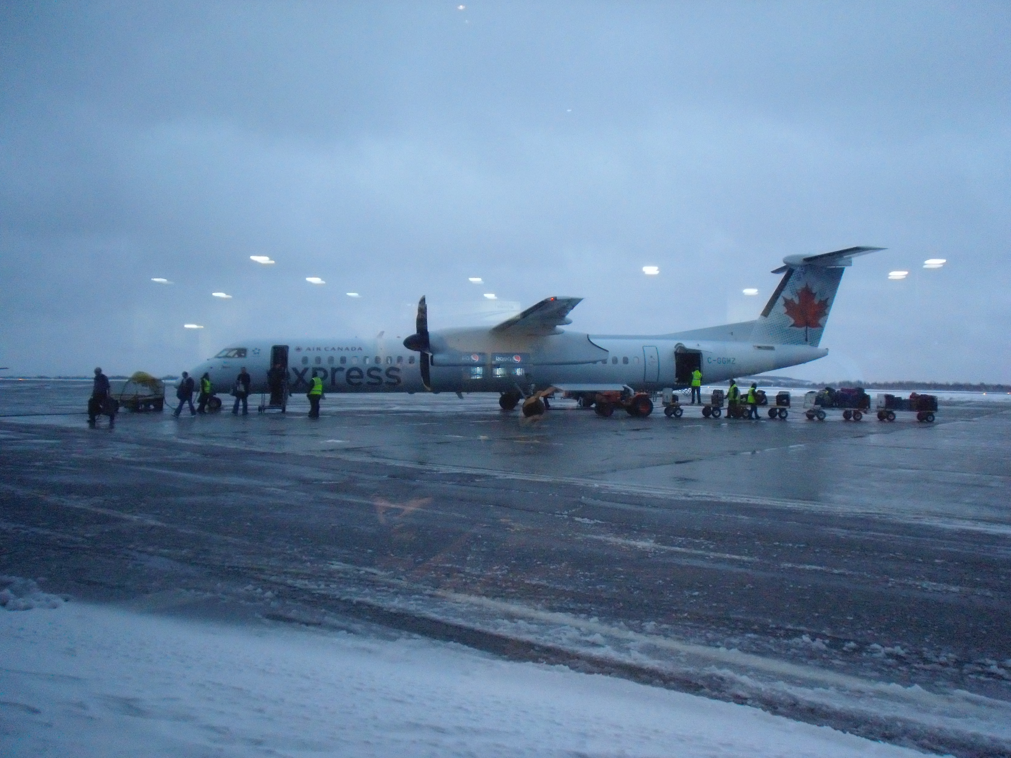 Sudbury (ON) Canada  city photos gallery : Air Canada Express at Sudbury, ON airport Wikimedia Commons