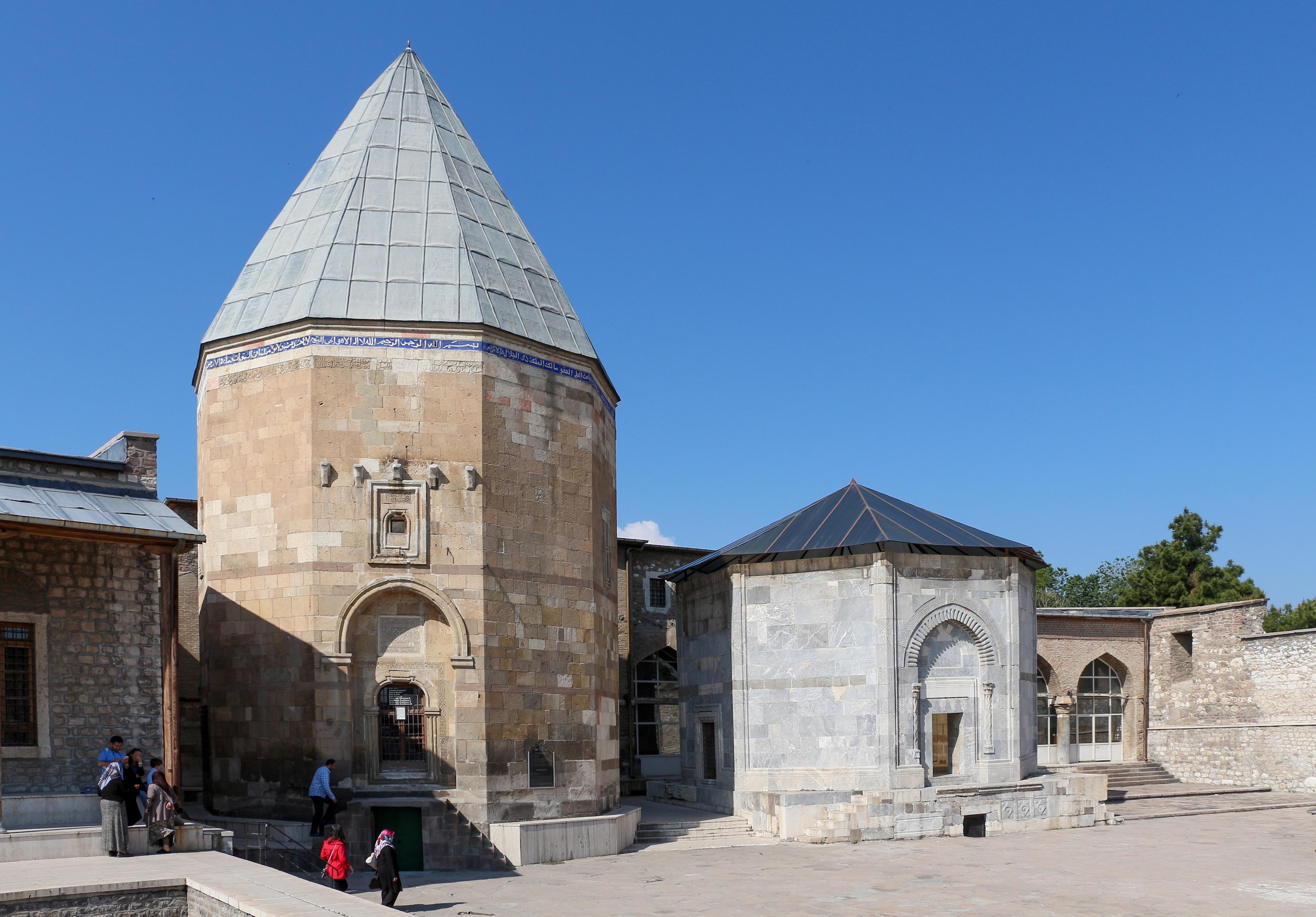 File:Alâeddin Mosque, Konya 01.jpg - Wikimedia Commons