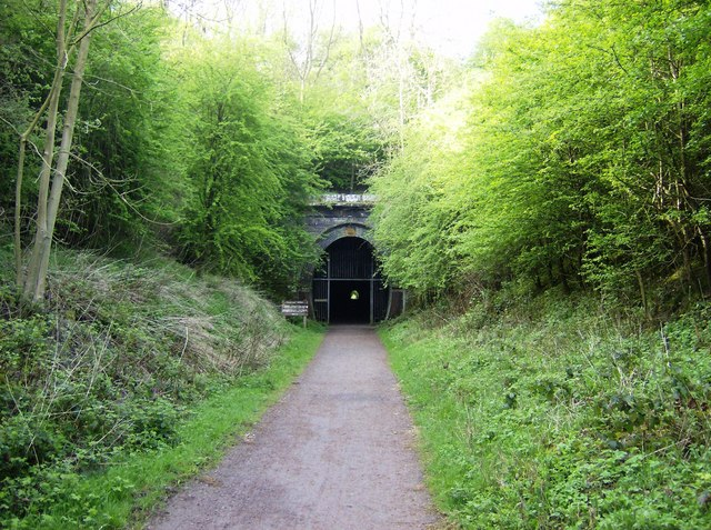File:Approaching Oxendon tunnel from the north - geograph.org.uk - 446215.jpg