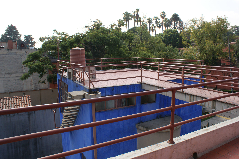 File azotea de la casa de frida kahlo jpg wikimedia commons for La casa de la azotea