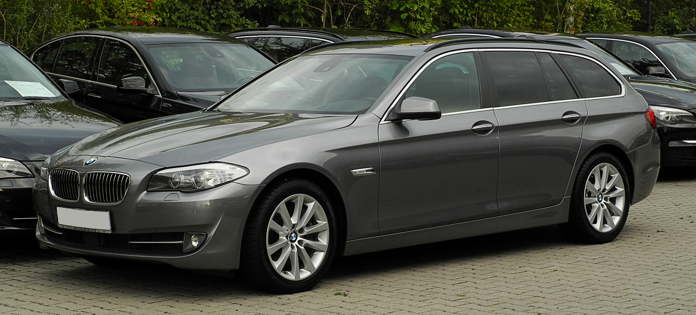 File:BMW 535i Touring (F11) – Frontansicht (1), 15. August ...