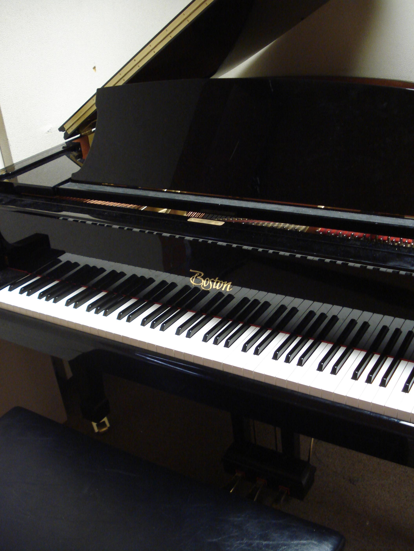 White Digital Piano Yamaha