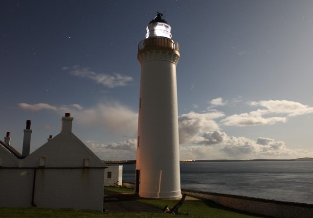 File:Cantick Head Lighthouse by night - geograph.org.uk - 1531195.jpg