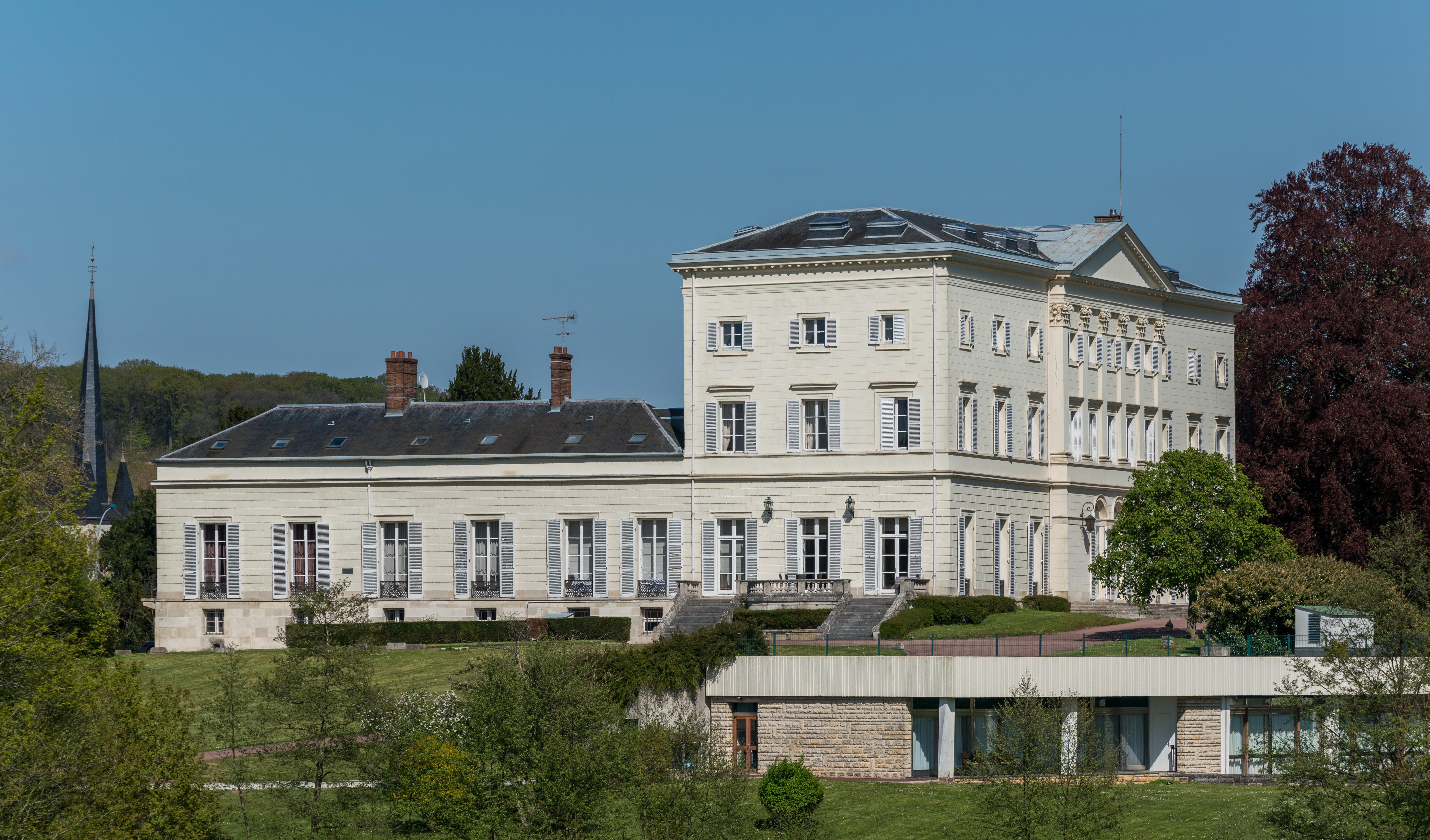 96a94580422050 The château at HEC Paris