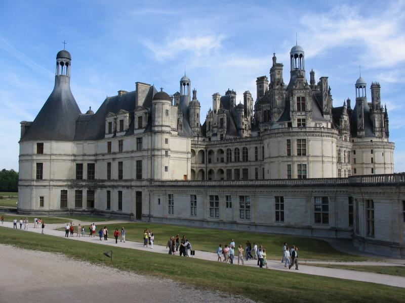 http://upload.wikimedia.org/wikipedia/commons/e/e8/Chateau_Chambord.JPG