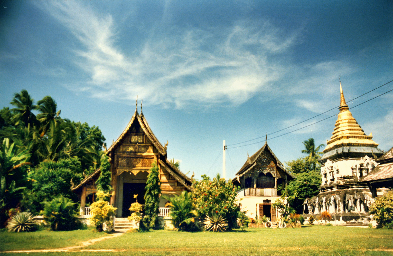 Thai temple art and architecture wiki everipedia for Wat architecture