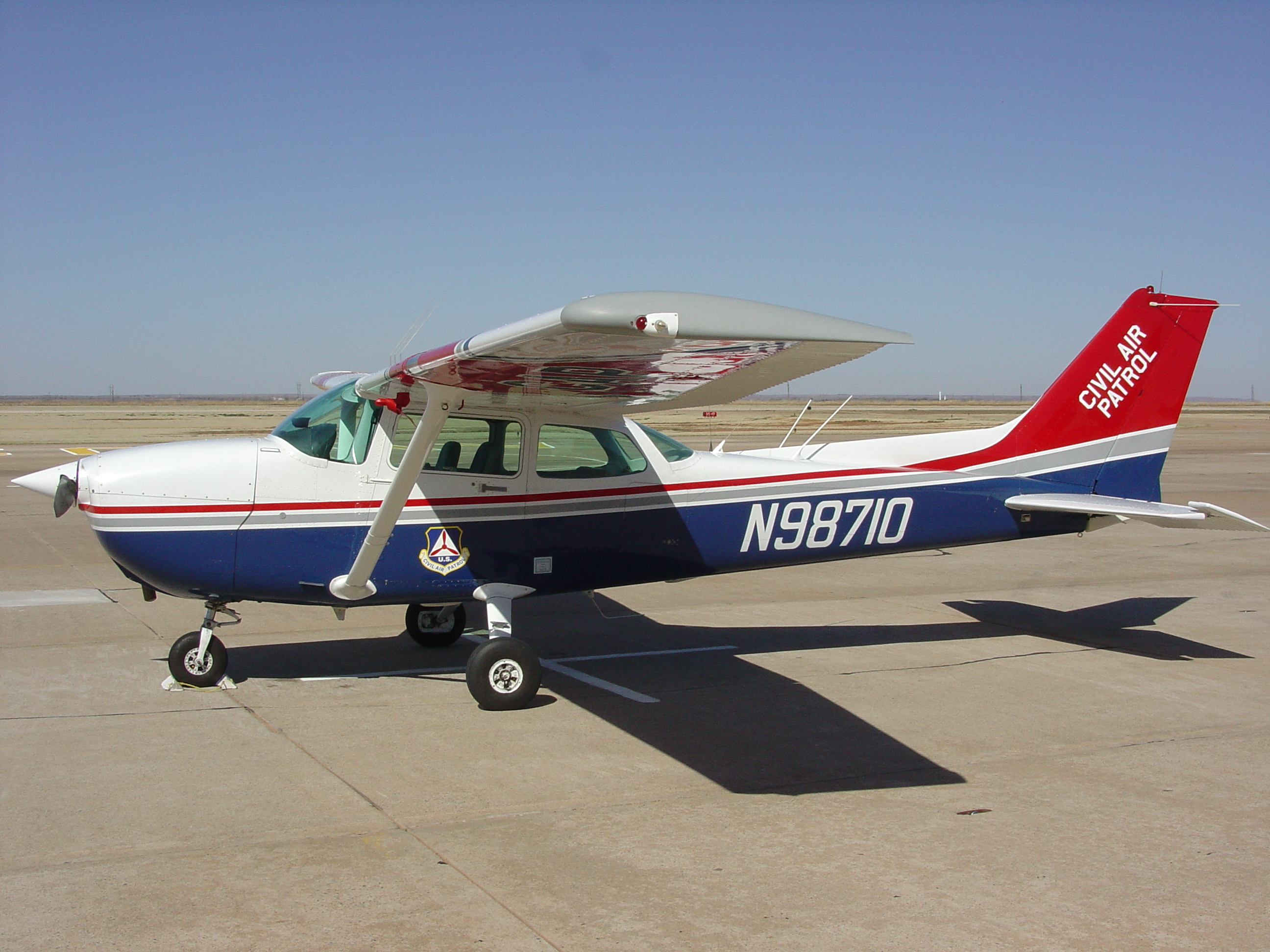 File:Civil Air Patrol Cessna 172 on flight line.jpg