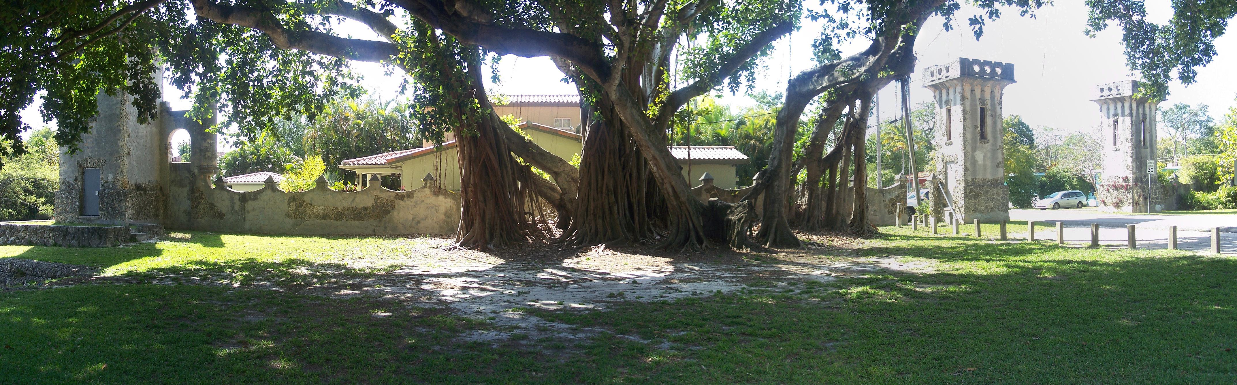 file:coral gables fl entrance to central miami pano01