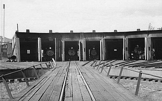 File:D&RGW Durango roundhouse 1940c.jpg