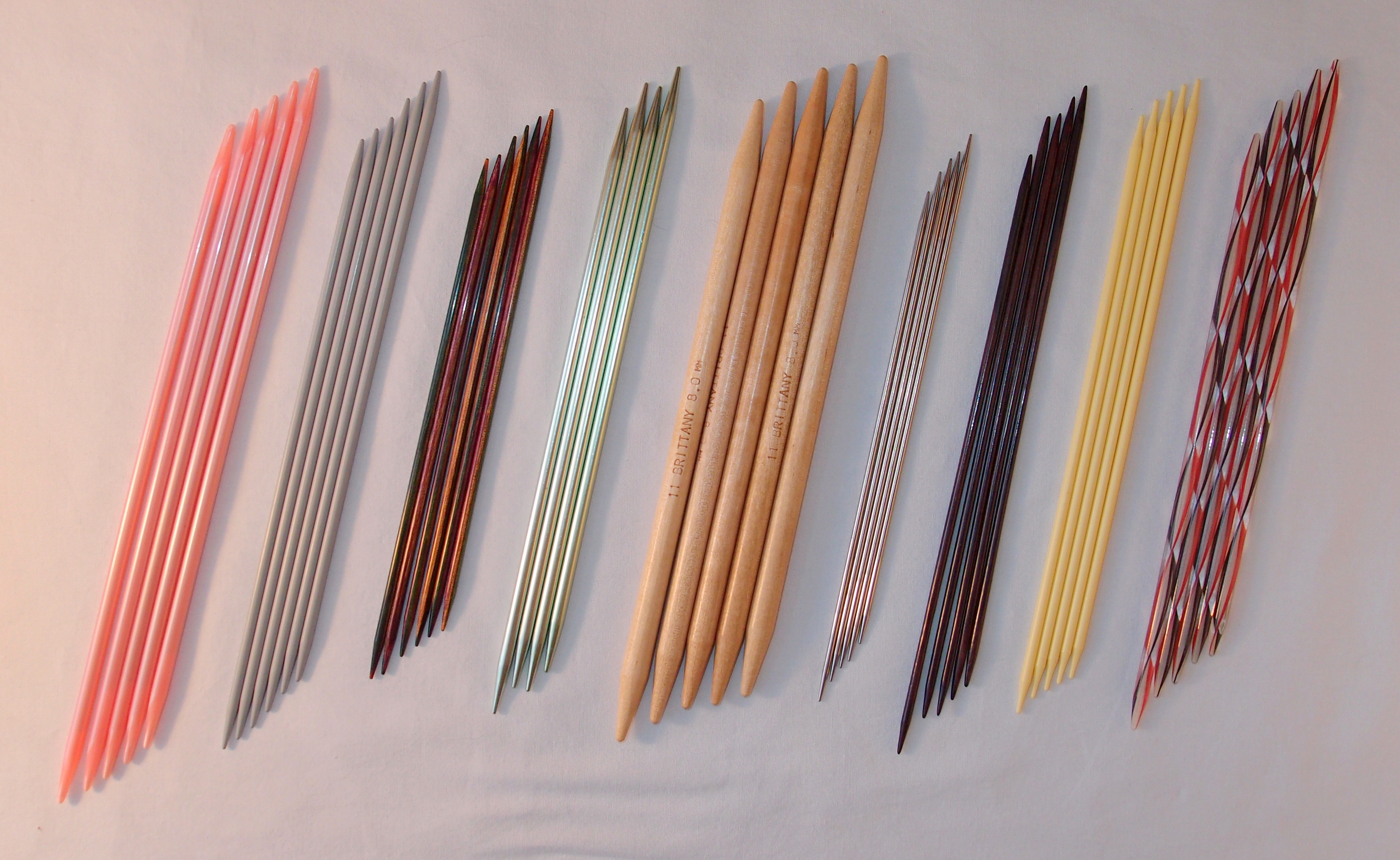 Knitting Tools : File:Double pointed knitting needles.JPG - Wikimedia Commons