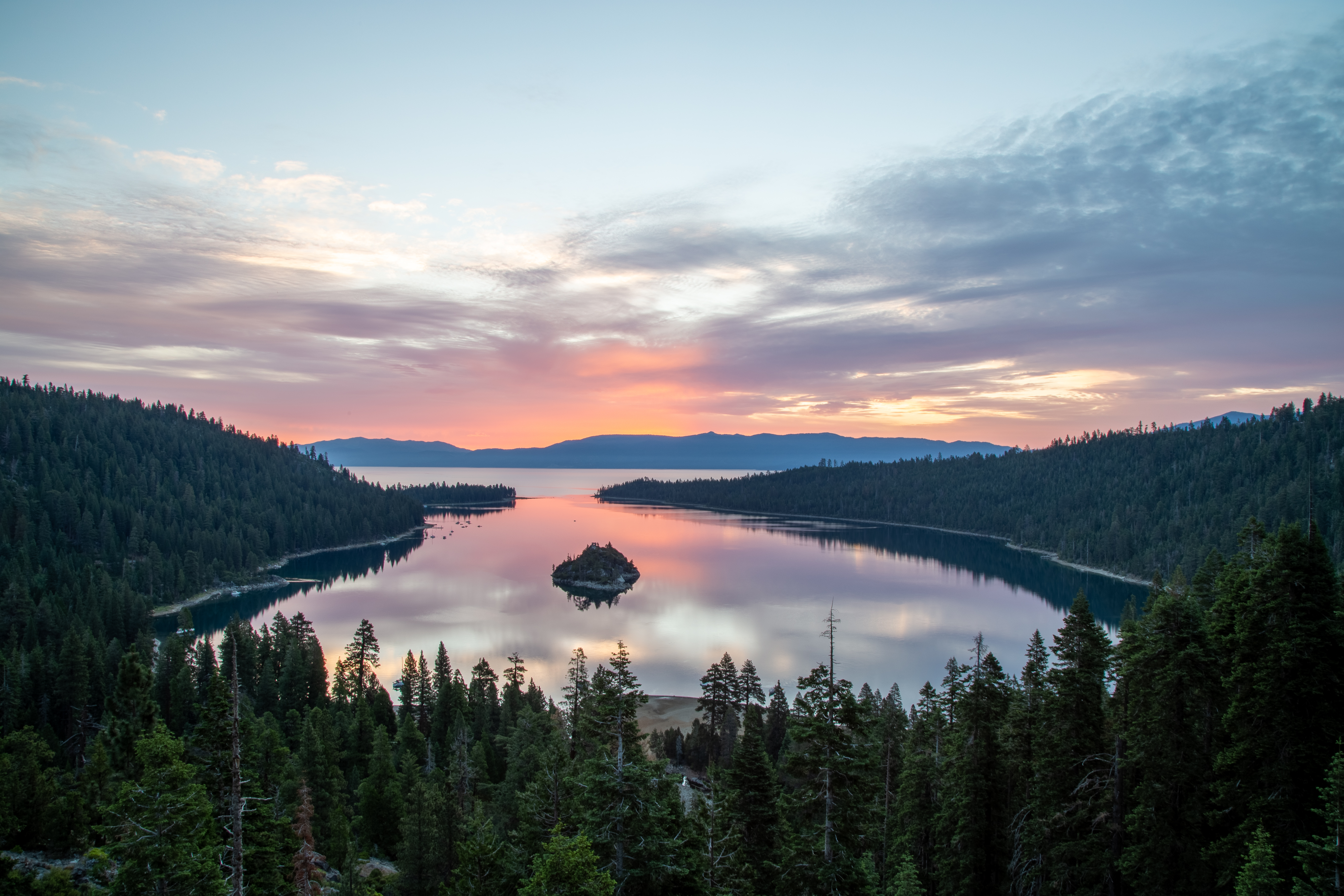 Thousands Evacuate Lake Tahoe to Escape Caldor Fire