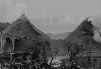 https://upload.wikimedia.org/wikipedia/commons/e/e8/Futamata_Tunnel_explosion.jpg