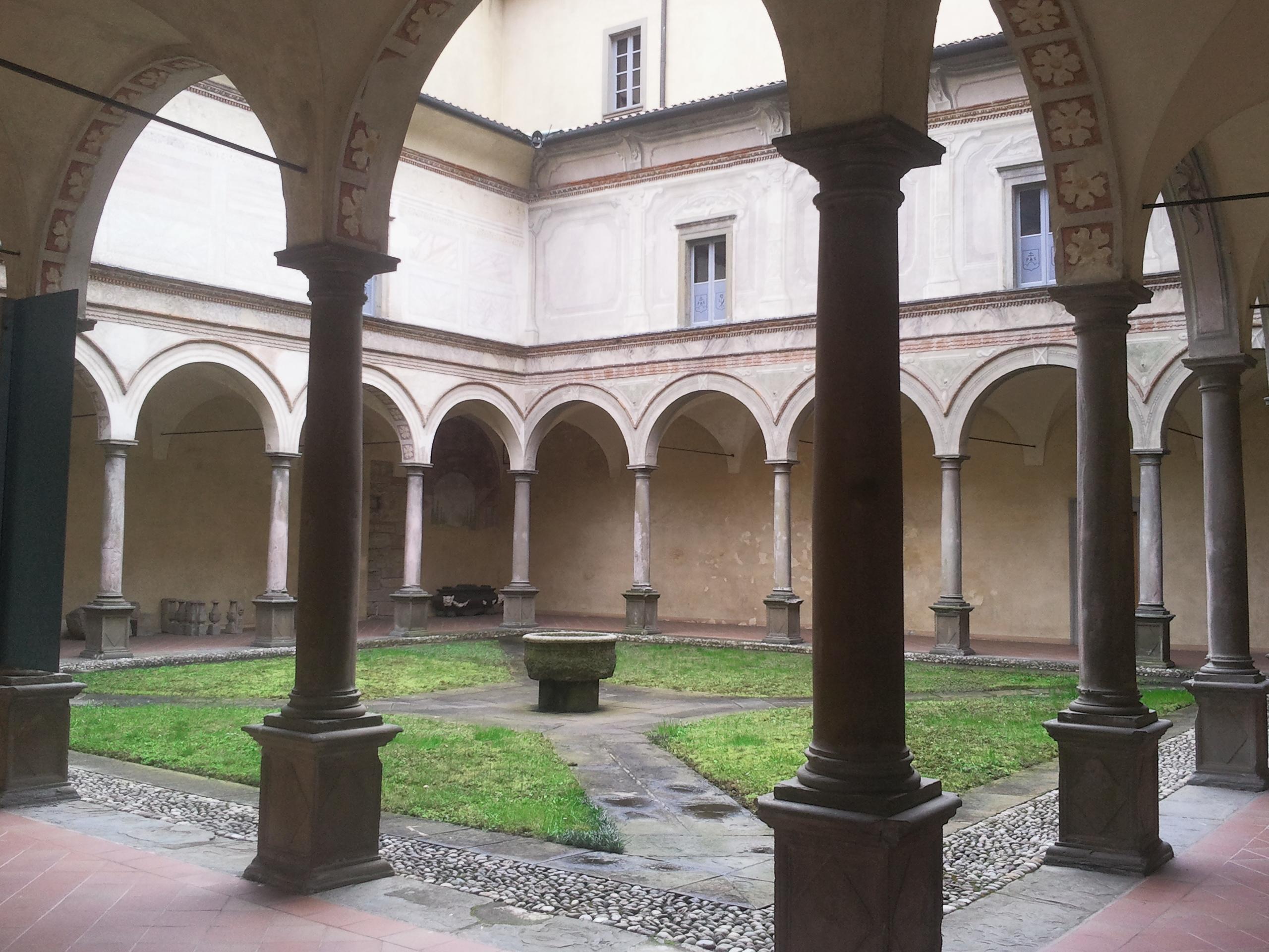 File giardino interno con colonnato abbazia di pontida - Giardino interno ...