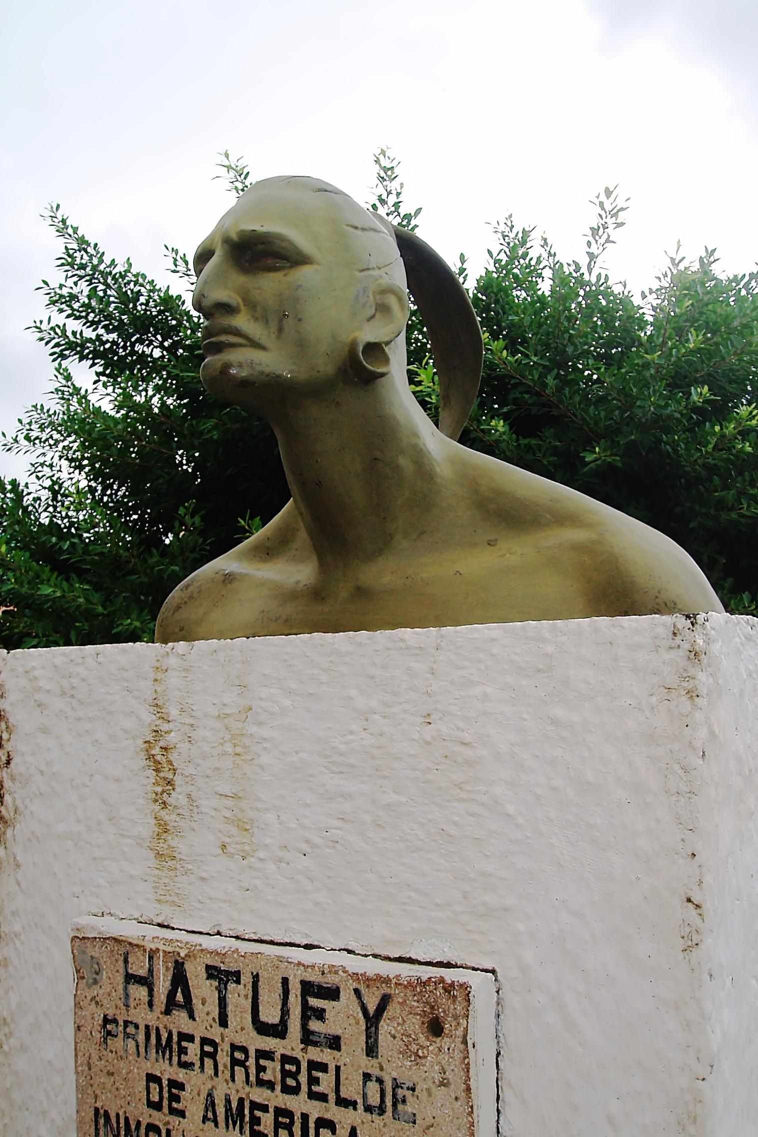 在教皇亚历山大六世的命令下,西班牙要征服、殖民,并使新大陆的土著居民皈依天主教。当地人被奴役到西班牙农场工作,或被谋杀,或死于疾病。这张照片显示的是一个纪念碑Taínos酋长Hatuey在今天的古巴。Hatuey和其他Taínos酋长在1512年被西班牙人俘虏并活活烧死。