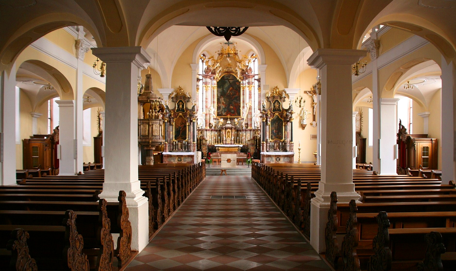 File:Heilig-Kreuz-Kirche, Offenburg - Innenraum.jpeg
