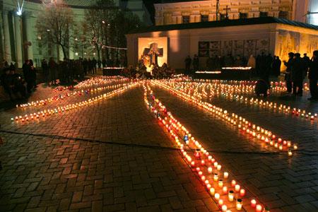 File:HolodomorKyivSvichky.jpg