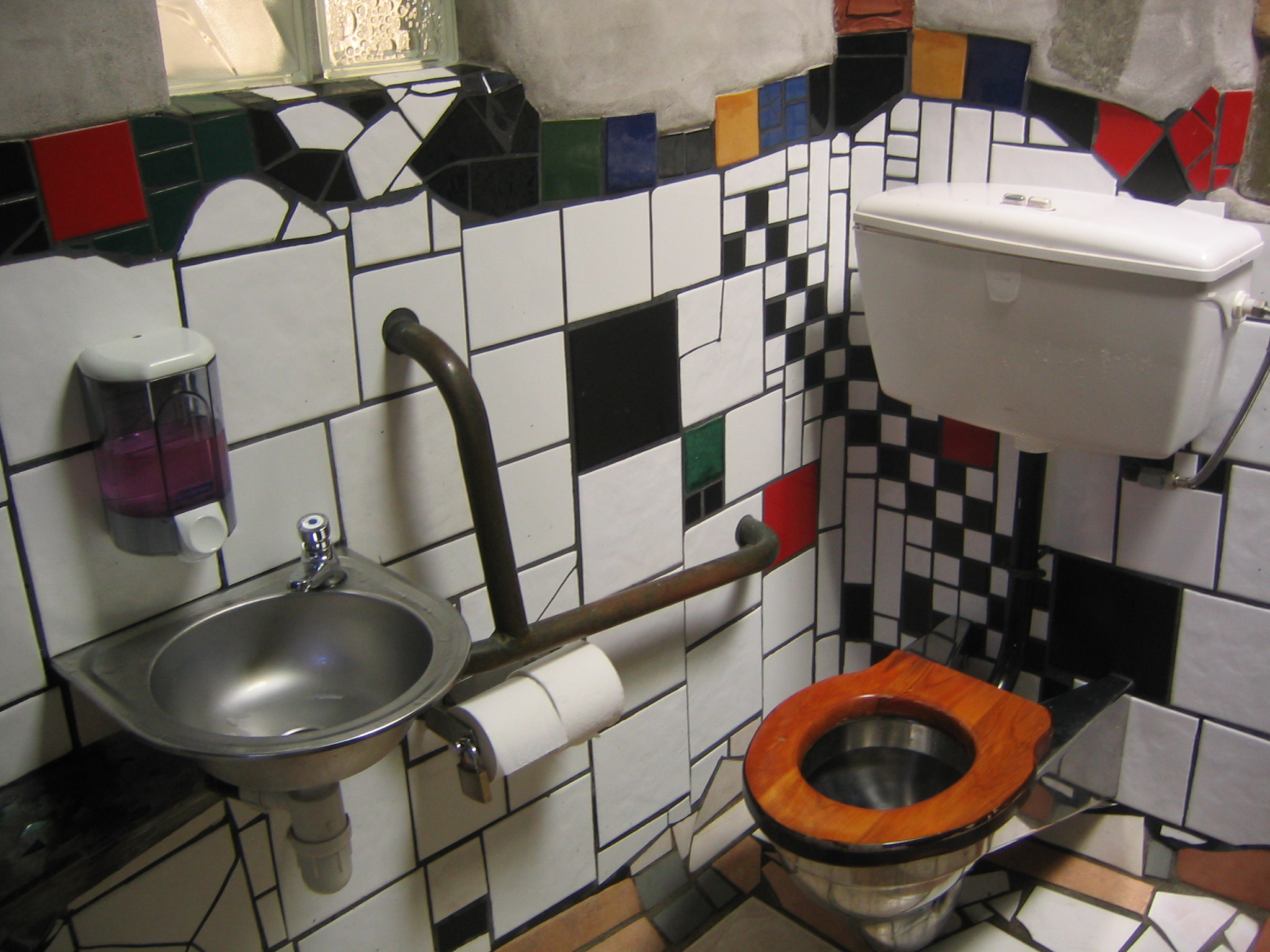 file hundertwasser toilet in wikimedia commons. Black Bedroom Furniture Sets. Home Design Ideas