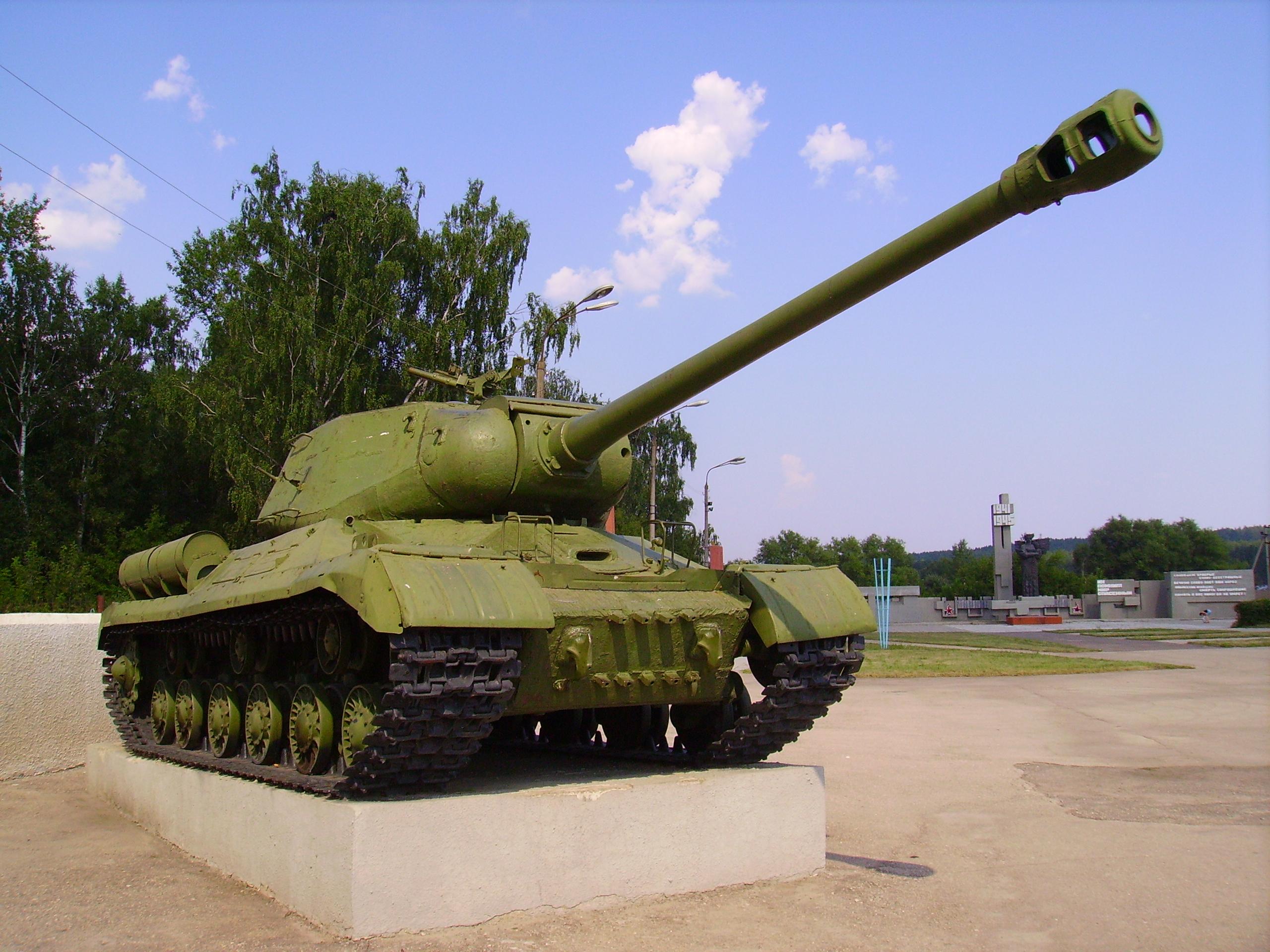 IS-2 tank Monument at WWII Memorial in Shatki.JPG