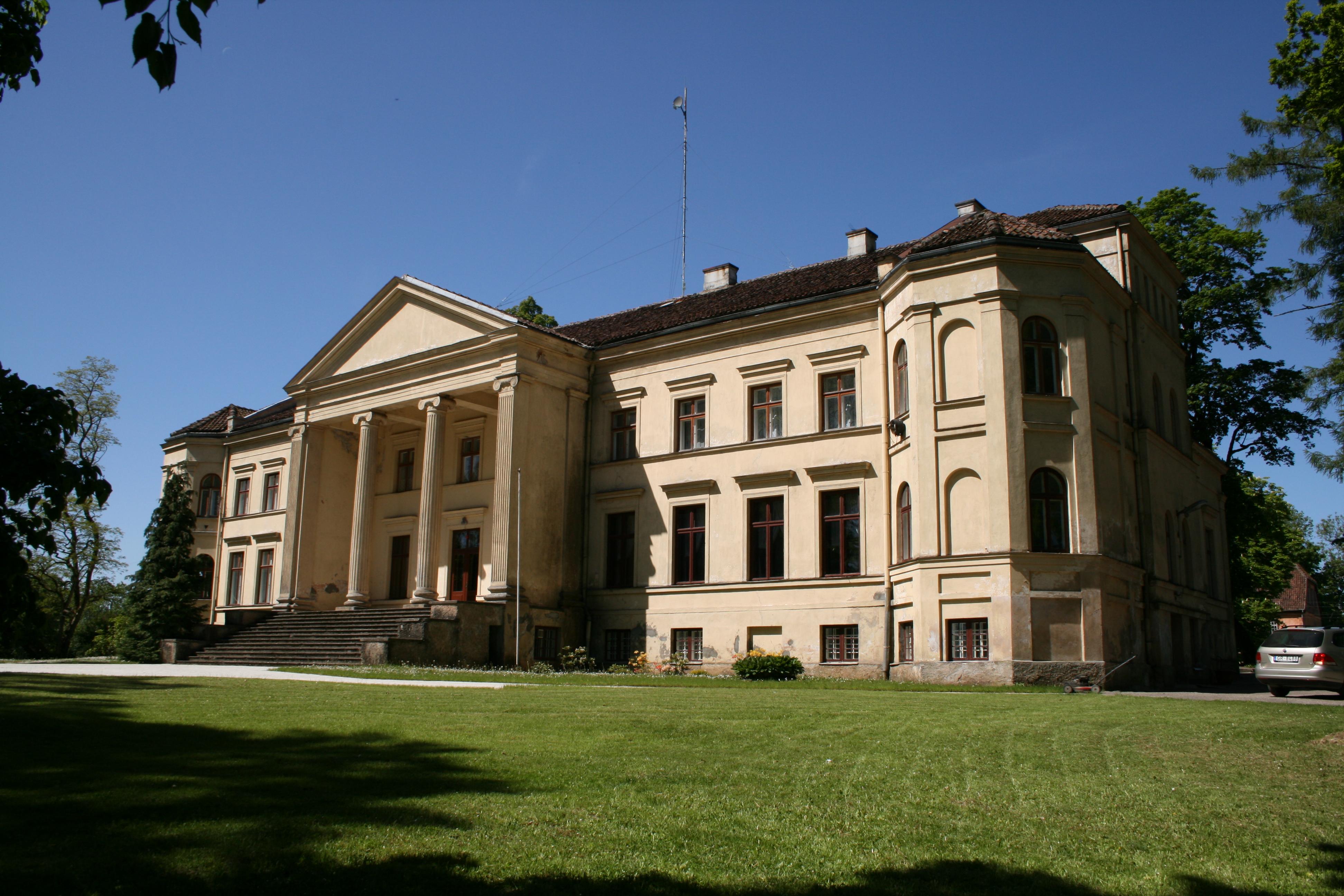 File Ivande Manor House 1 Jpg Wikimedia Commons