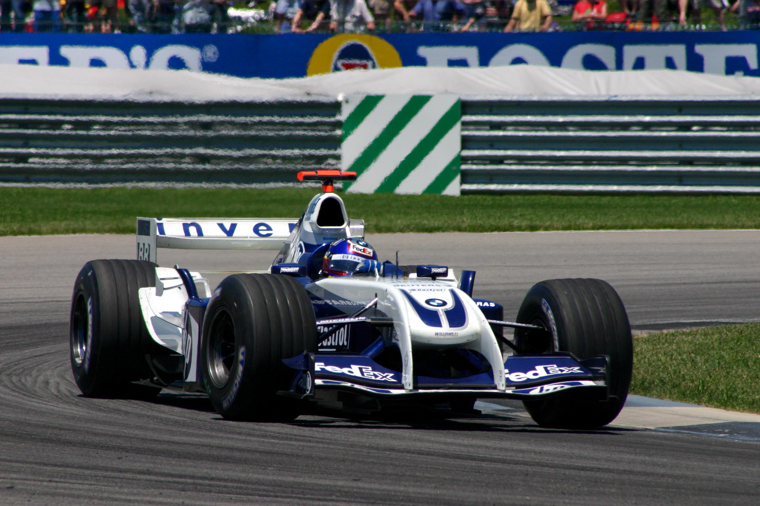 Juan Pablo Montoya manejando el [[Williams FW26