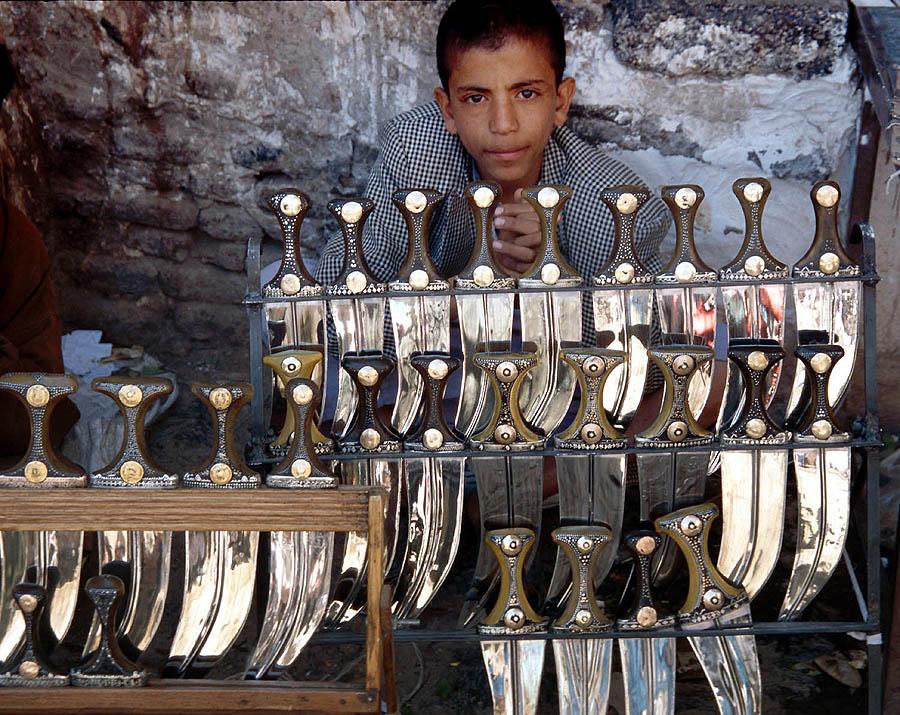 jambiya vendor taizz yemen.jpg