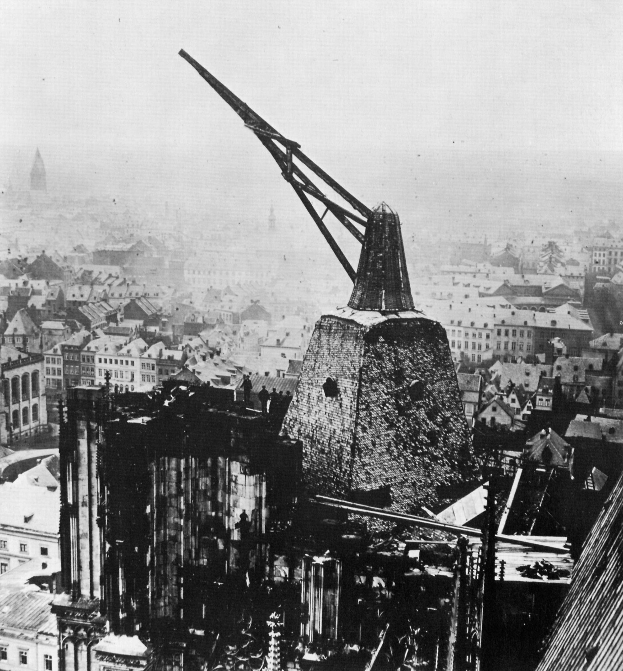 Kran auf dem Südturm des Kölner Doms (Quelle: Theodor Creifelds, WikiCommons)